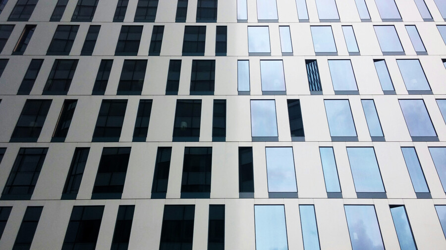 kontrast fassade architektur fotografie hamburg abendfarben tom koehler