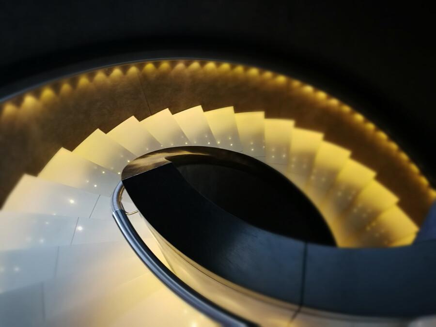treppenhaus hotel dammtor architektur fotografie hamburg abendfarben tom koehler