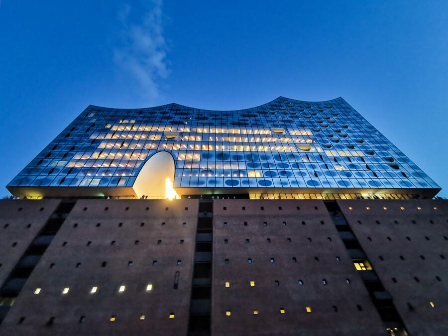 elbphilharmonie-hamburg-architekturfotografie-abendfarben--tom-koehler
