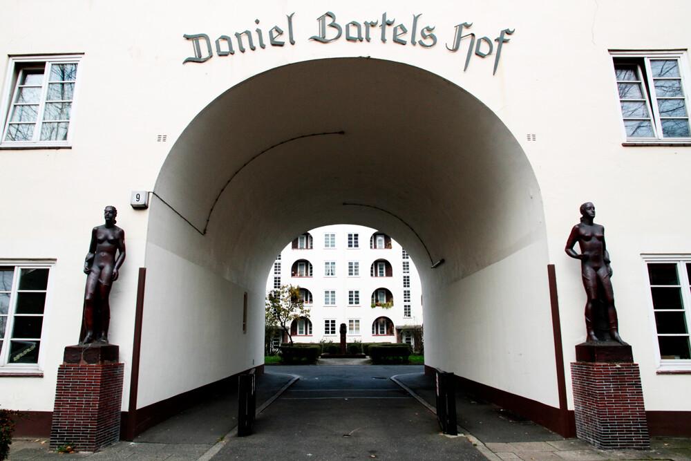 daniel-bartels-hof-hamburg-barmbek-architekturfotografie-abendfarben