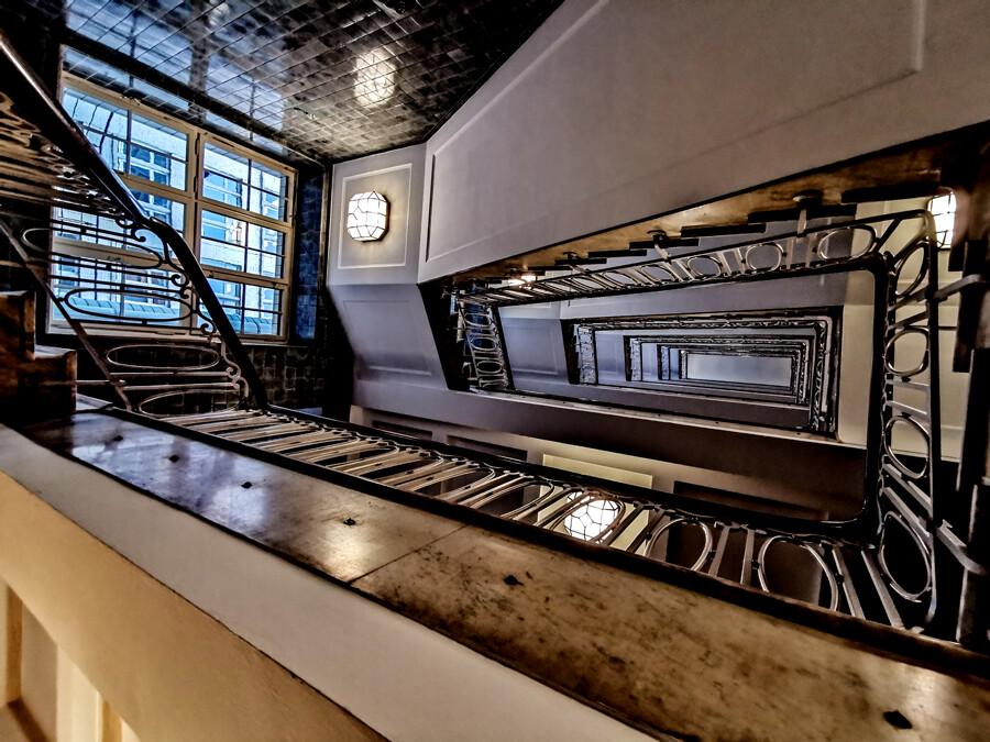 esplanade-treppe-architekturfotografie-hamburg-tom-koehler