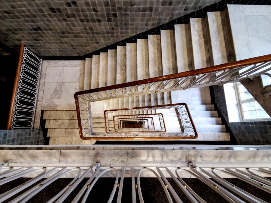 esplanade-treppenhaus-architekturfotografie-hamburg-tom-koehler
