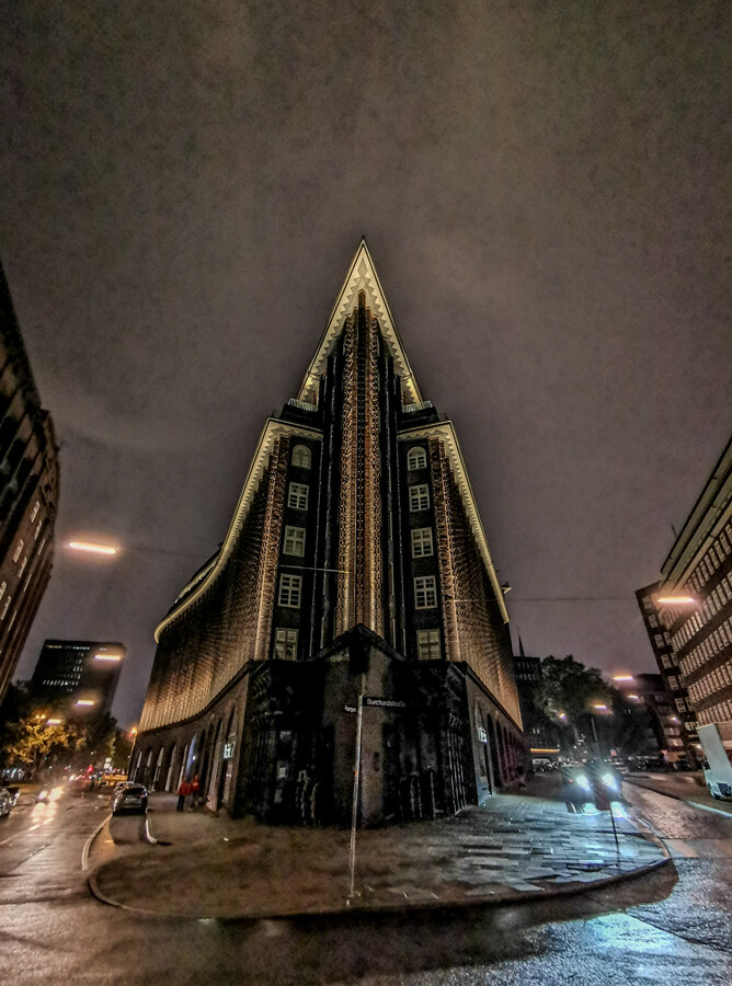 chilehaus-kontorhaus-hamurg-nacht-by-abendfarben