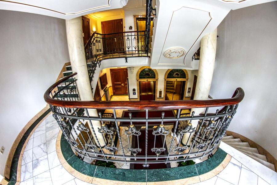 stoertebeker-haus-stairs-fisheye-by-abendfarben